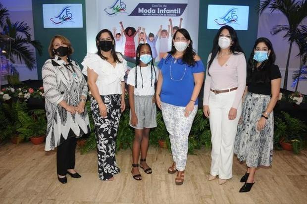Fundación de apoyo a la Fibrosis Quística realiza desfile para recaudar fondos