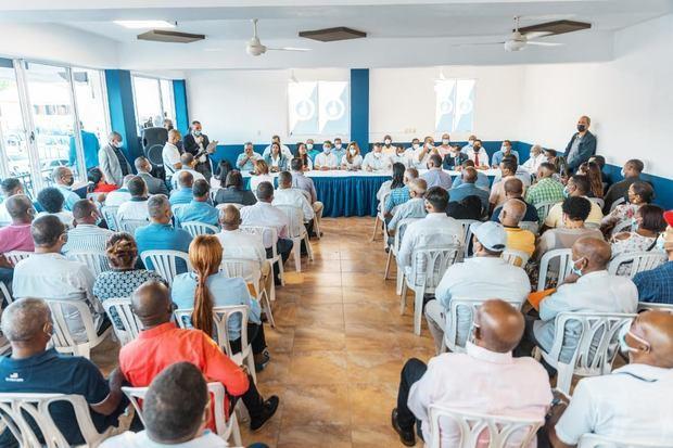 PRM juramenta dos regidores; realiza asamblea dirigencia en Santo Domingo Oeste