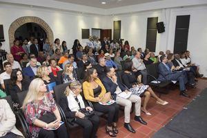 Parte del público que asistió a la inauguración de la segunda muestra cultural de Italia y República Dominicana que se exhibe en el Centro Cultural Banreservas con exposiciones de arte, cine y conferencias de destacados artistas.