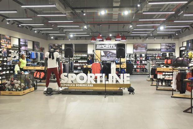 Interior de la tienda de Sportline en el centro comercial Galería 360, en Santo Domingo.