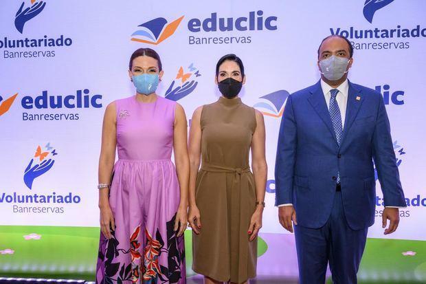 Noelia García, presidenta del Voluntariado Banreservas; la primera dama Raquel Arbaje; y Samuel Pereyra, administrador general de la institución financiera durante el lanzamiento de Educlic.