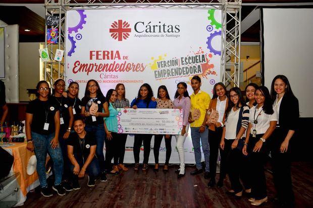 Cáritas realiza Feria de Emprendedores y Concurso Escuela Emprendedora