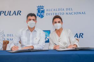 Christopher Paniagua, presidente ejecutivo del Banco Popular Dominicano y Carolina Mejía, alcaldesa del Ayuntamiento del Distrito Nacional.