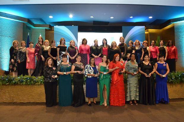 "Mujeres empresarias entregan ""Galardón FEM 2019"""