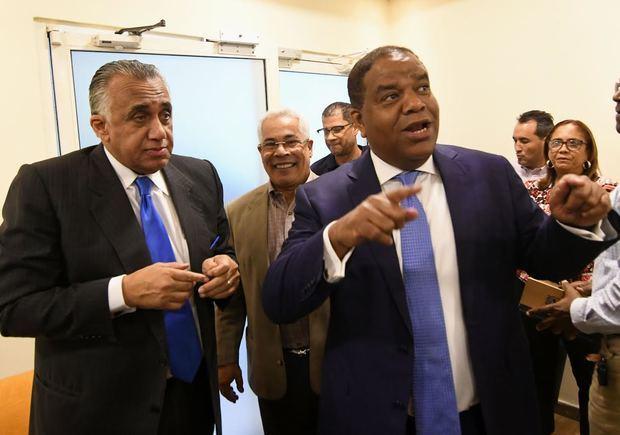 Luis Mejia y Danilo Díaz en el encuentro federativo con el ministro de deporte.