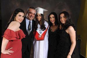 Luis Abider junto a su esposa y tres hijas.