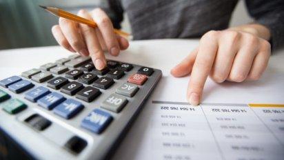 Los bancos comerciales adelantarán el pago de impuestos en 2021.