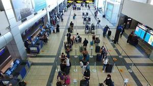 El tráfico de pasajeros en América Latina y el Caribe disminuyó 87.6% en Julio.