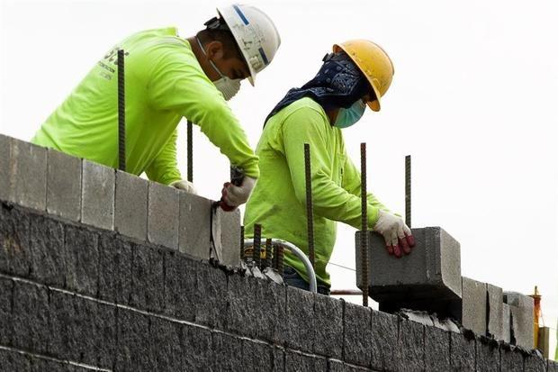 El número de desempleados en EE.UU. se redujo a 8,5 millones, una cifra todavía por encima de los niveles prepandémicos de febrero de 2020.