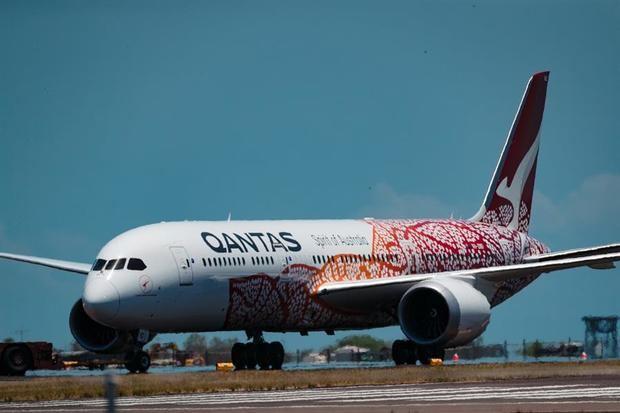 Qantas busca reanudar sus vuelos internacionales para mediados de 2021