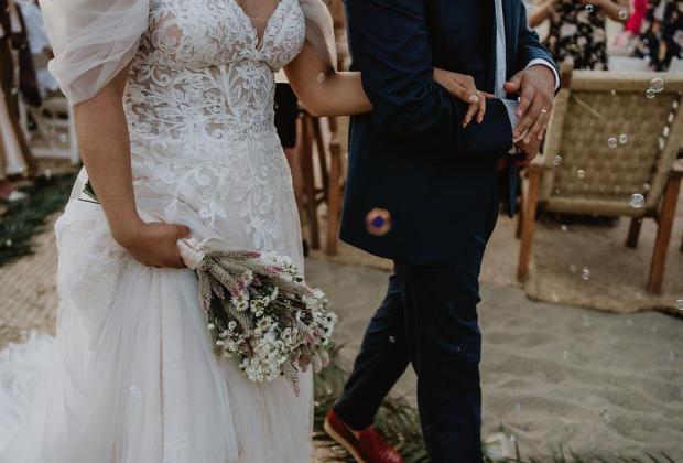 Jóvenes de la generación Z preparan sus bodas más digitales