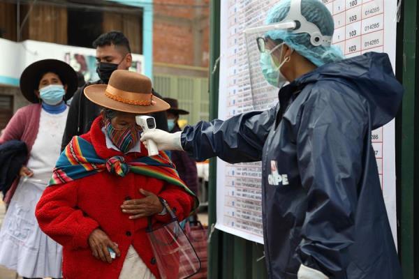 El ausentismo añade caos e incertidumbre a la jornada electoral peruana