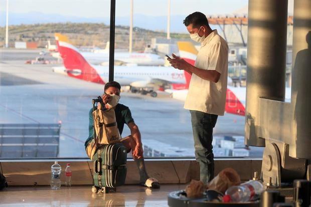 El turismo mundial sigue paralizado con restricciones en el 100 % de destinos