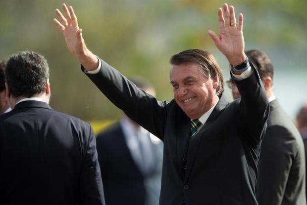 Bolsonaro anuncia un aumento del 5,26 % del salario mínimo en Brasil