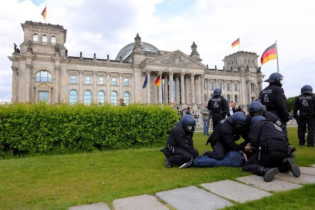 Anti-restricciones, conspiracionistas y ultras salpican la reapertura alemana.