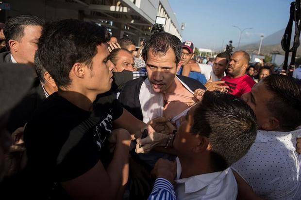 El líder opositor Juan Guaidó llega al Aeropuerto Internacional de Maiquetía Simón Bolívar, este martes en Caracas, Venezuela.
