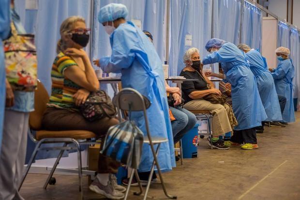 Entre el desorden y la buena suerte, avanza la vacunación en Venezuela