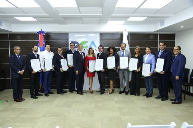 Director Aduanas insta empresas certificadas por la OEA mantener compromiso de transparencia y cumplimiento