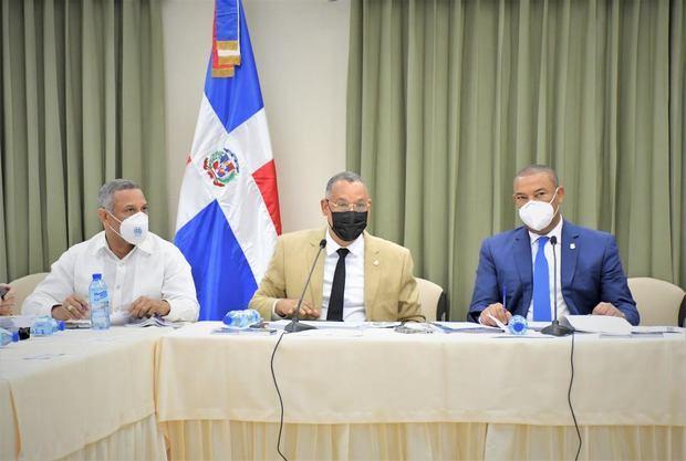 Comisión Bicameral que estudia el Código Penal da lectura a 76 artículos.