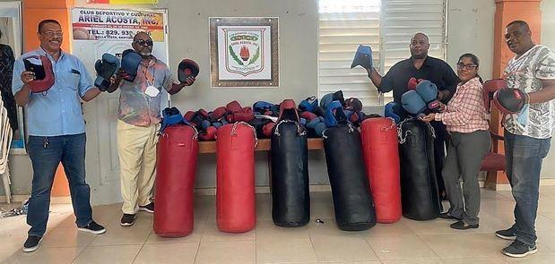 Asociación de Boxeo de Santiago anuncia entrega de utilería para torneo