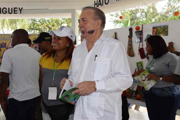 Ministro de Cultura, Arq. Eduardo Selman en la Feria del Libro y la Cultura Monte Plata.