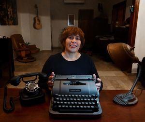 """Luchy Placencia, ganadora del Premio Literario Amazon 2019 en la categoría """"Finalista"""", con su novela La niñez de Vega."""
