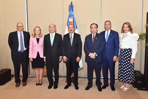 Valdez Albizu destaca desempeño macroeconómico de RD durante XVI Conferencia Regional y del FMI