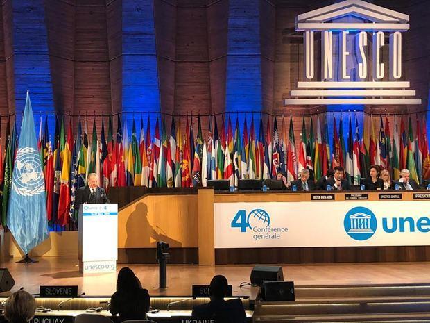El ministro de Cultura, Eduardo Selman habla en conferencia de la Unesco.