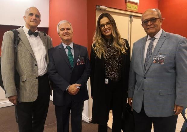 Peter Laurence, Carlos Caballero, Linda Thompson y José Silié Ruiz.