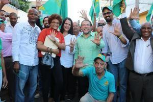 Recorrido en Villa Consuelo de los candidatos de Alianza País Guillermo Moreno y Minou Tavárez.