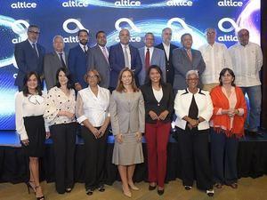 Ana Figueiredo, CEO de Altice Dominicana con directores de prensa y líderes de opinión.