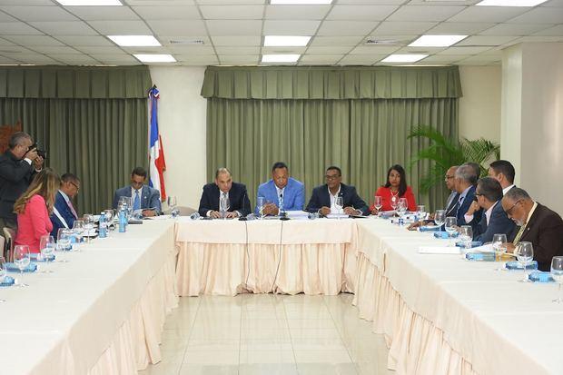 Comisión Bicameral escucha al director de Aduanas y a empresarios fronterizos en torno al Proyecto de Ley de Presupuesto General del Estado.