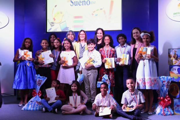 Premian ganadores de concurso de cuentos infantiles