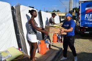 Acuden en auxilio de familias afectadas por incendio en Villa Juana y Los Alcarrizos