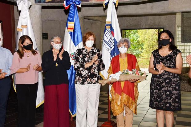 Ministerio de Cultura recibe donación material bibliográfico de músicos dominicanos