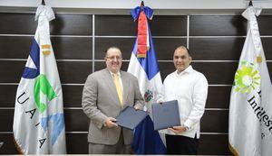 La Dirección General de Aduanas (DGA) y la Dirección General de Impuestos Internos (DGII) suscribieron un protocolo para la fiscalización coordinada entre ambas dependencias del Ministerio de Hacienda.