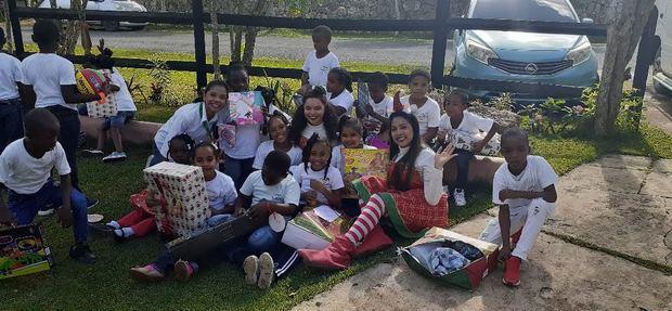 Regalos solidarios portadores de sueños para niños, niñas y ancianos Ágora Mall