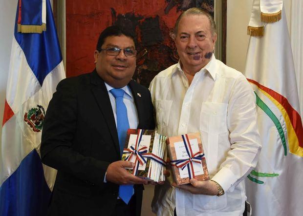 ministro de Cultura de República Dominicana, arquitecto Eduardo Selman, y su homólogo de Panamá, Carlos Aguiar.