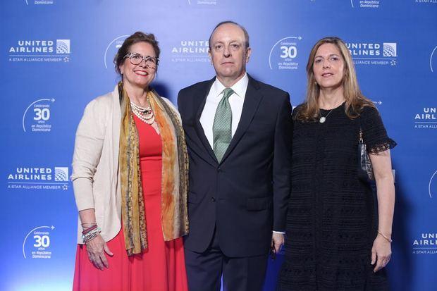 Alice Heinsen, Carl Carlson y Soraya Carlson.