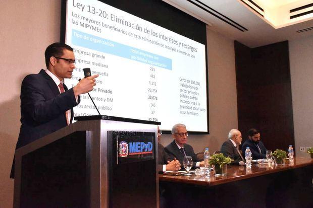 Juan Ariel Jiménez, explica a la prensa económica el alcance de los cambios impulsados por el Gobierno para contar con una seguridad social accesible, inclusiva y mejor organizada.