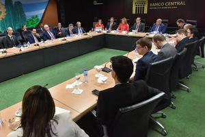 Reunión inversionistas franceses en el Banco Central de la República Dominicana.