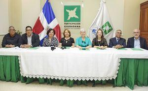Miembros del movimiento cívico no partidista Participación Ciudadana, PC, propuso hoy que la Junta Central Electoral prohíba a los partidos políticos hacer campaña electoral.