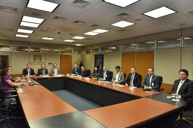 BCRD recibe grupo de inversionistas y analistas interesados en conocer la economía dominicana