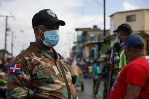 Ministerio de Defensa, la Policía Nacional y la Alcaldía del Distrito Nacional toman medidas de prevención del Covid-19 en avenida Duarte de esta capital.