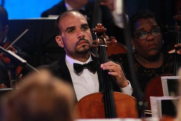 Pablo Polanco, licenciado en Música de la Universidad Autónoma de Santo Domingo y destacado violonchelista dominicano.