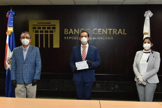 Voluntariado Bancentraliano dona RD$ 2 millones a la Procudaduría