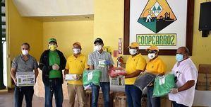 Coopearroz entrega medio millón de pesos de equipos y materiales donados al Hospital Regional Doctor Luis Manuel Morillo King de La Vega.
