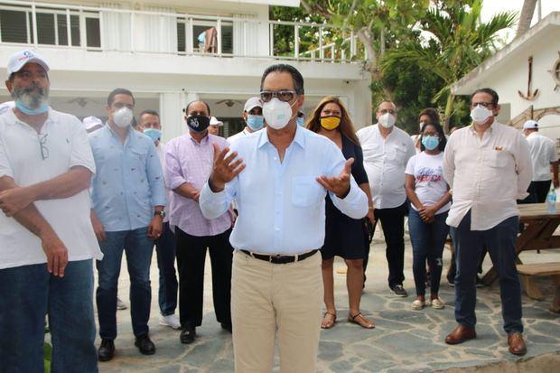 Sector Externo de Luis Abinader, coordinado por el doctor Santiago Hazim y colaboradores hizo entrega de insumos médicos en Hato Mayor.
