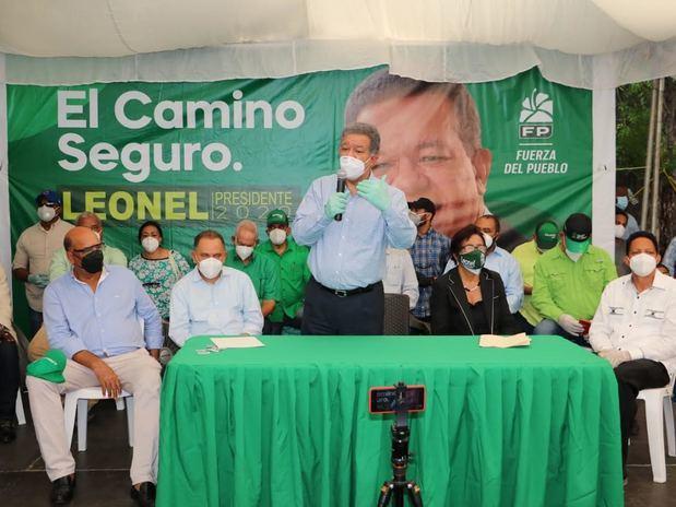 Leonel Fernández juramenta más de 5 mil exdirigentes del PLD de las circunscripciones 1, 2 y 3 en SDE