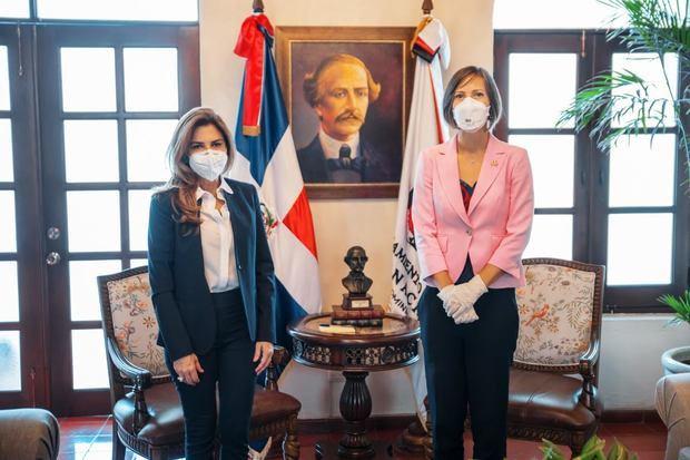 Alcaldesa del Distrito Nacional, Carolina Mejía recibió la visita de cortesía de la embajadora de Canadá, Shauna Hemingway.